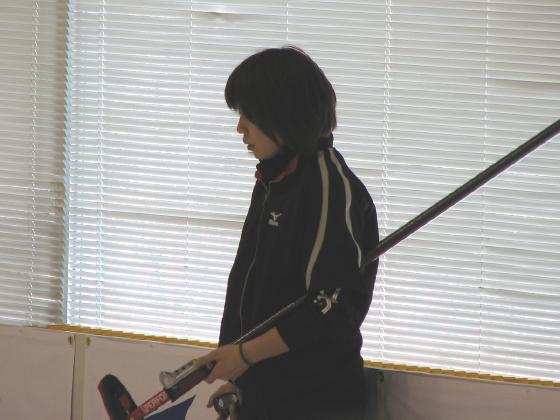 ストーンを見つめる寺田さん