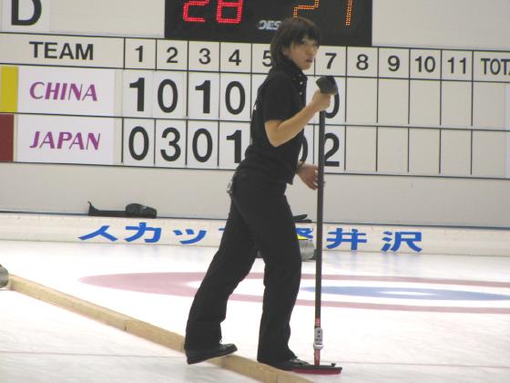 ストレッチをする寺田さん。て言うかカメラ傾き過ぎorz